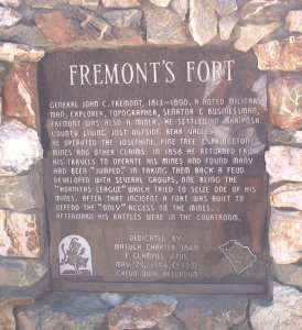Monument at Frémont's Fort
